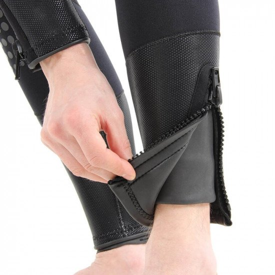 Zipped ankle covers with smooth skin ankle seals