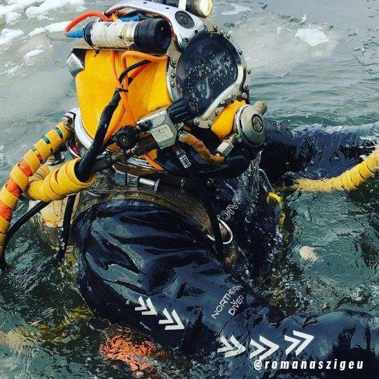 @romanaszigeu-commercial-diver-wearing-NDivers-commercial-drysuit