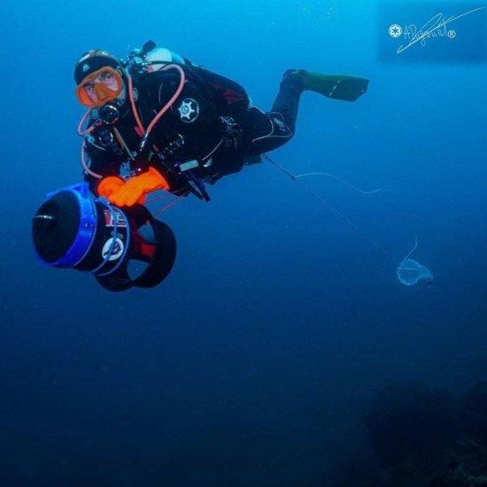 @arthurpuzenat-underwater-in-the-HID-drysuit