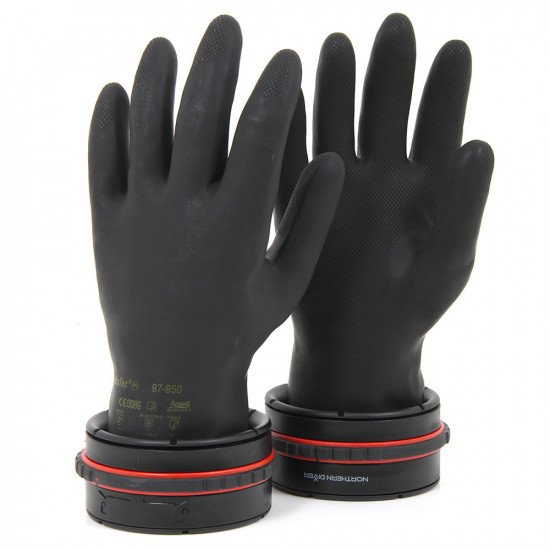 Once fitted to the drysuit, the twin-safe locking ring mechanism gives simple, secure glove engageme